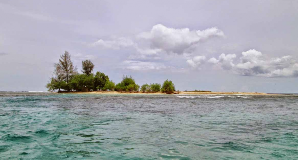 Pantai Pusong Sangkalan aceh barat