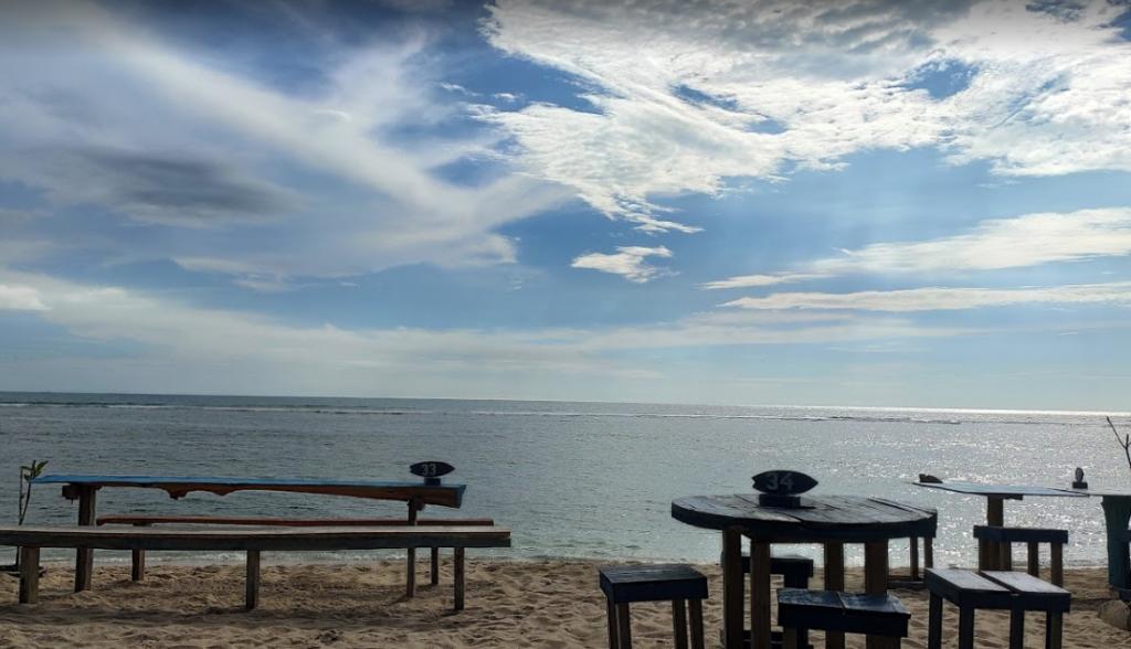 restoran pinggir pantai